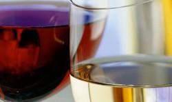 Rotwein- und Weißweinglas